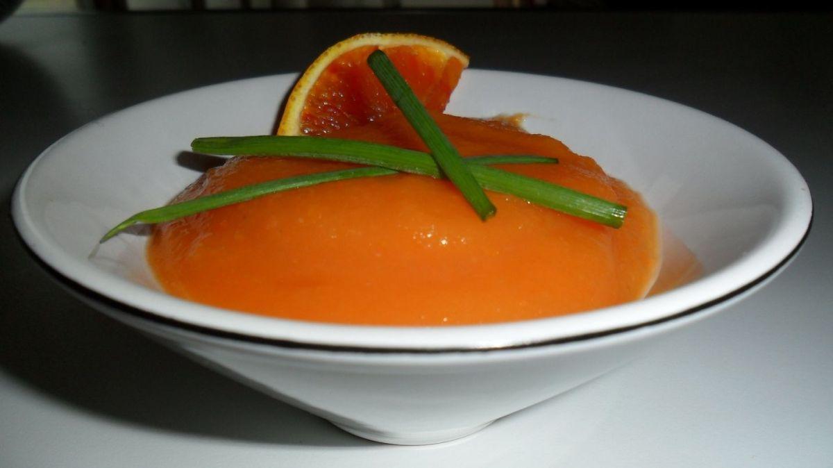 Vellutata di carote e patate all'arancia rossa