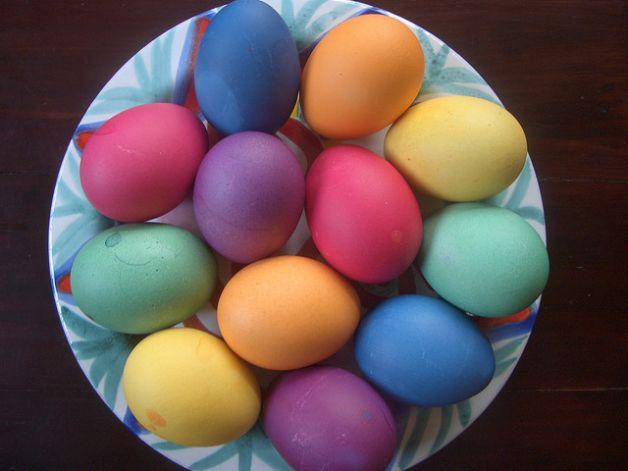 La pasqua nel mondo cucchiarando - Uova di pasqua decorazioni ...