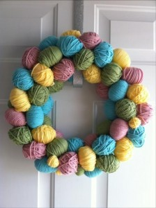 Easy-Easter-DIY-Crafts-Easter-Egg-Wreath-224x300